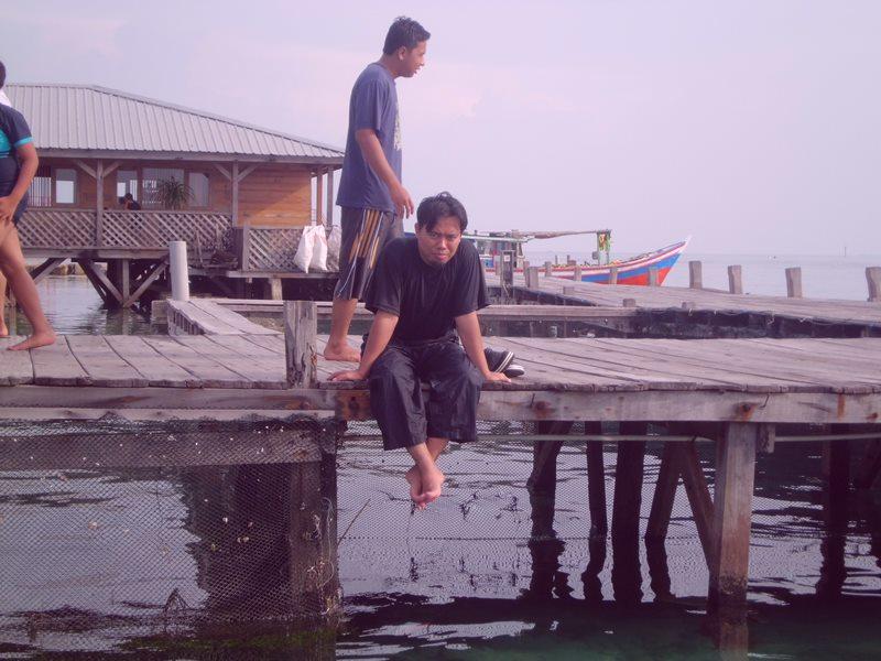 Saya ketika berada di tempat penangkaran hiu di pulau pramuka (foto