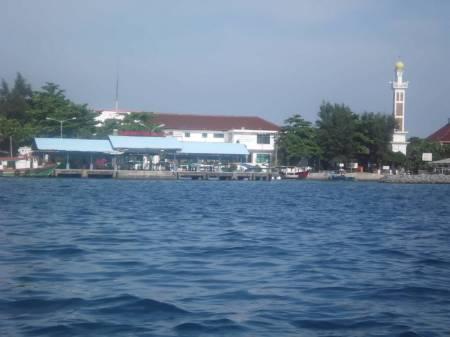 Salah satu pemandangan Pulau Pramuka yang menarik (foto: dokumentasi pribadi)